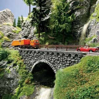 Petit pont routier étroit type pierres-HO-1/87-NOCH 58690