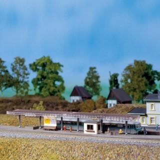 Quai de gare couvert avec caisse -N-1/160-AUHAGEN 14459