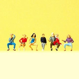 7 personnes assises grand-pères et enfants N-1/160-PREISER 79212