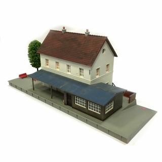 Gare de village maquette montée occasion -HO-1/87-DEP25-08