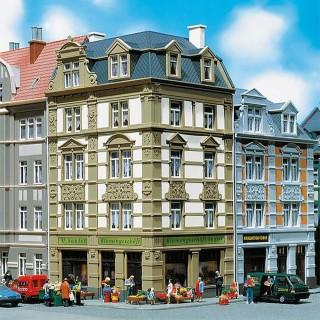 Immeuble d'angle avec commerce -HO-1/87-FALLER 130916