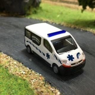 Renault trafic ambulance de la gare -HO-1/87-RIETZE 3628