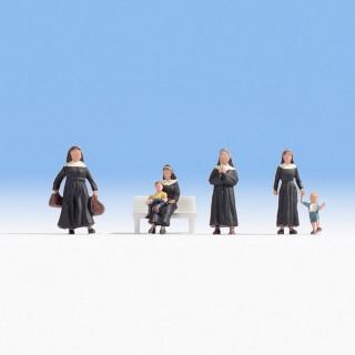 4 sœurs et 2 enfants -HO-1/87-NOCH 15400