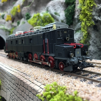 "Locomotive Ce 6/8 I ""Köfferli"" CFF digital son 3R-HO 1/87-MARKLIN 39523"
