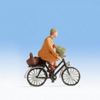 Dame à vélo avec ses courses - HO 1/87 - NOCH 1589803