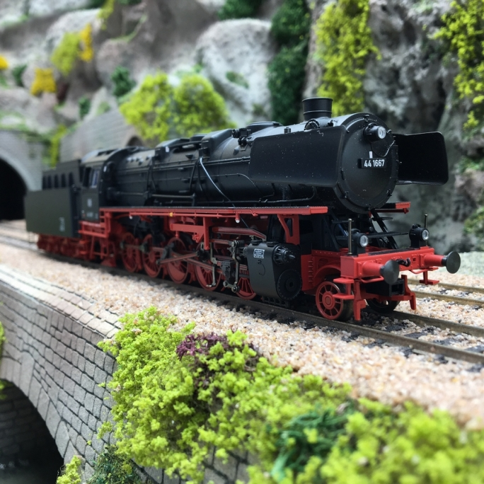 Locomotive 44 1667 DB Ep III - HO 1/87 - TRIX 22985