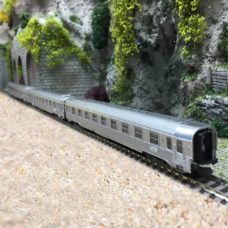 "3 voitures Inox ""La Mouette"" Ep III SNCF - N 1/160 - ARNOLD HN4322"