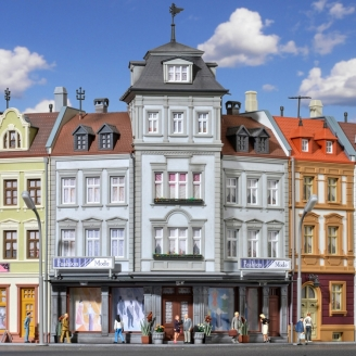 Bâtiment d'angle avec magasin-HO 1/87-KIBRI 38390