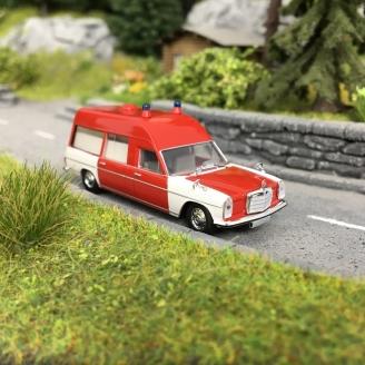 Mercedes 8 KTW Ambulance Rouge / Blanche-HO 1/87-Starline Models 13827