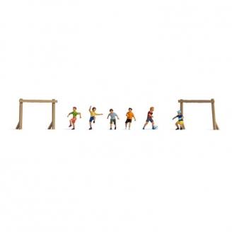 6 enfants jouant au foot - HO 1/87 - NOCH 15817