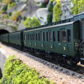 4 voitures à trois essieux SNCF Ep III -HO 1/87-MARKLIN 42042