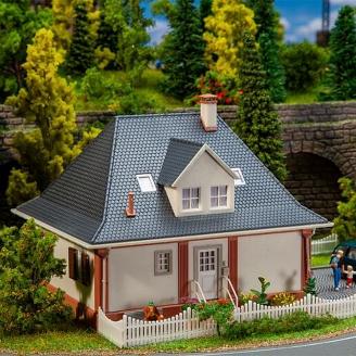 Maison à toit en croupe - HO 1/87 - FALLER 130681