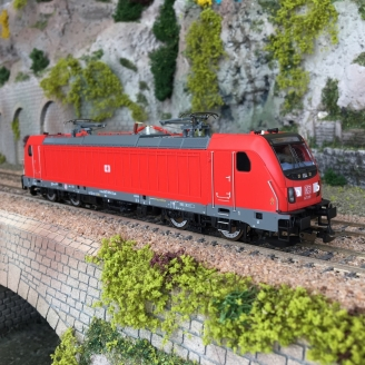 Locomotive BR147 Ep VI DB AG digital son 3R-HO 1/87-PIKO 51581-2