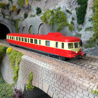 Autorail X 2800 rouge / crème SNCF Ep IV digital son - HO 1/87 - ROCO 73009