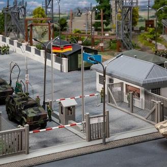 Poste de garde avec barrières série militaire-HO 1/87-FALLER 144102