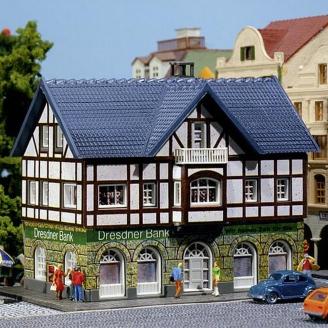 Bâtiment Typique avec Banque et éclairage-N 1/160-FALLER 232565
