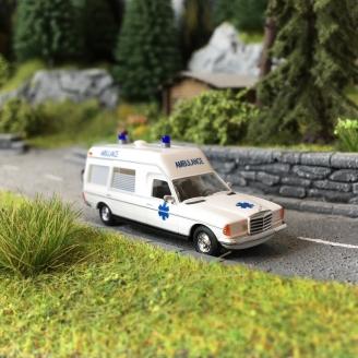 Ambulance Mercedes VF 123 - HO 1/87 - BUSCH 52213