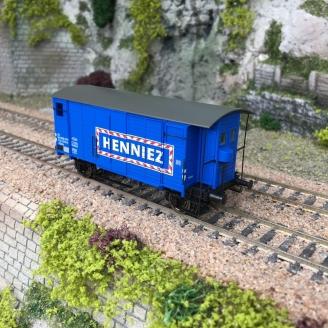 """Wagon couvert GKLM """"HENNIEZ MINERALWASSER"""" SBB Ep III-HO 1/87-BRAWA 47882"""
