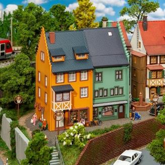 Immeubles de coin de rue (x2) - 3 étages - FALLER 130710 - HO 1/87