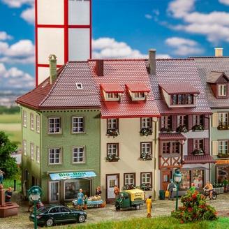 Maisons de ville provinciale (x3) - 3 étages - FALLER 130708 - HO 1/87