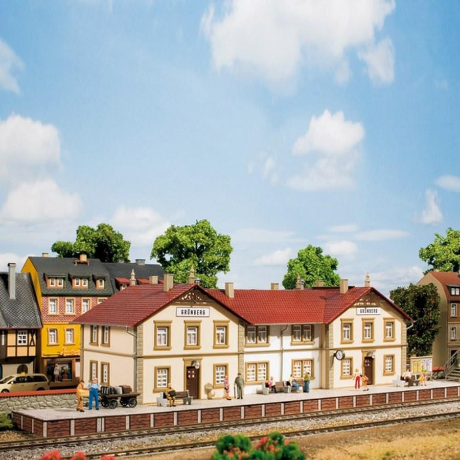 Gare de ville avec quai-HO-1/87-AUHAGEN 11413