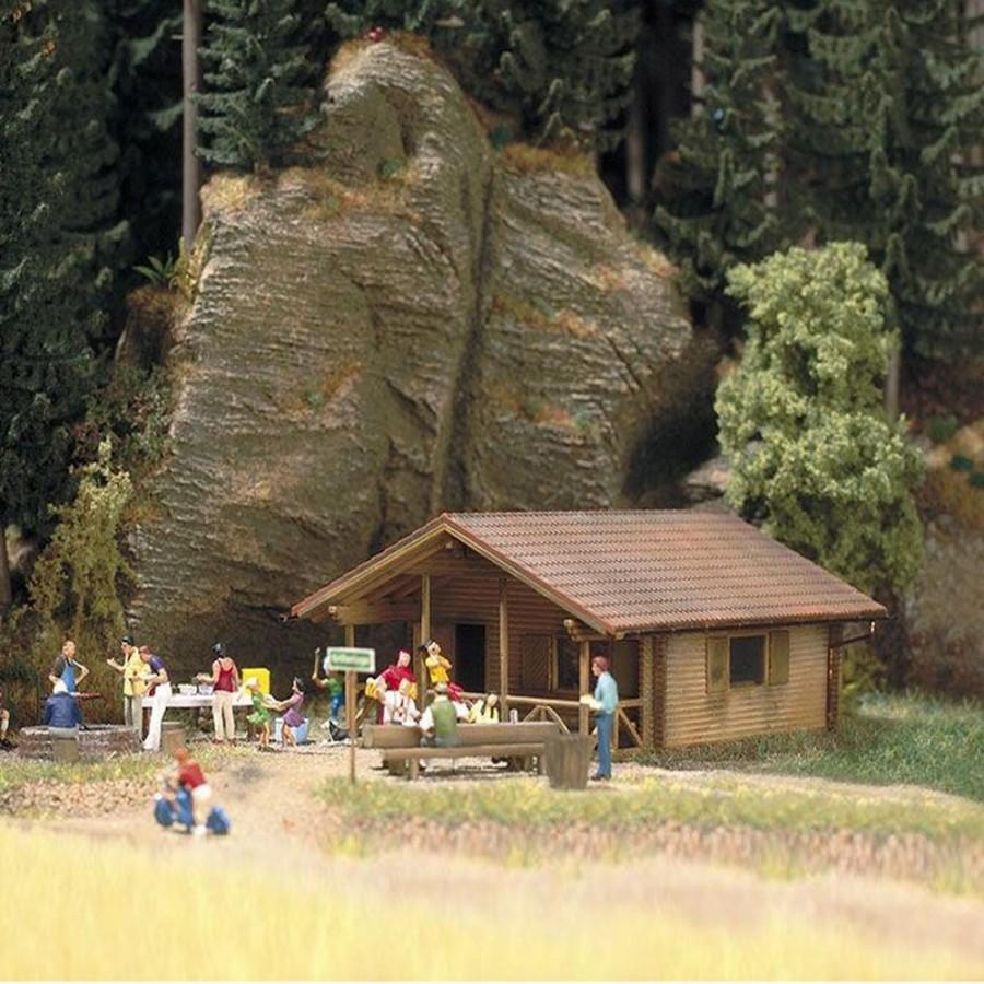 Petit refuge en bois avec accessoires-HO-1/87-BUSCH 1035
