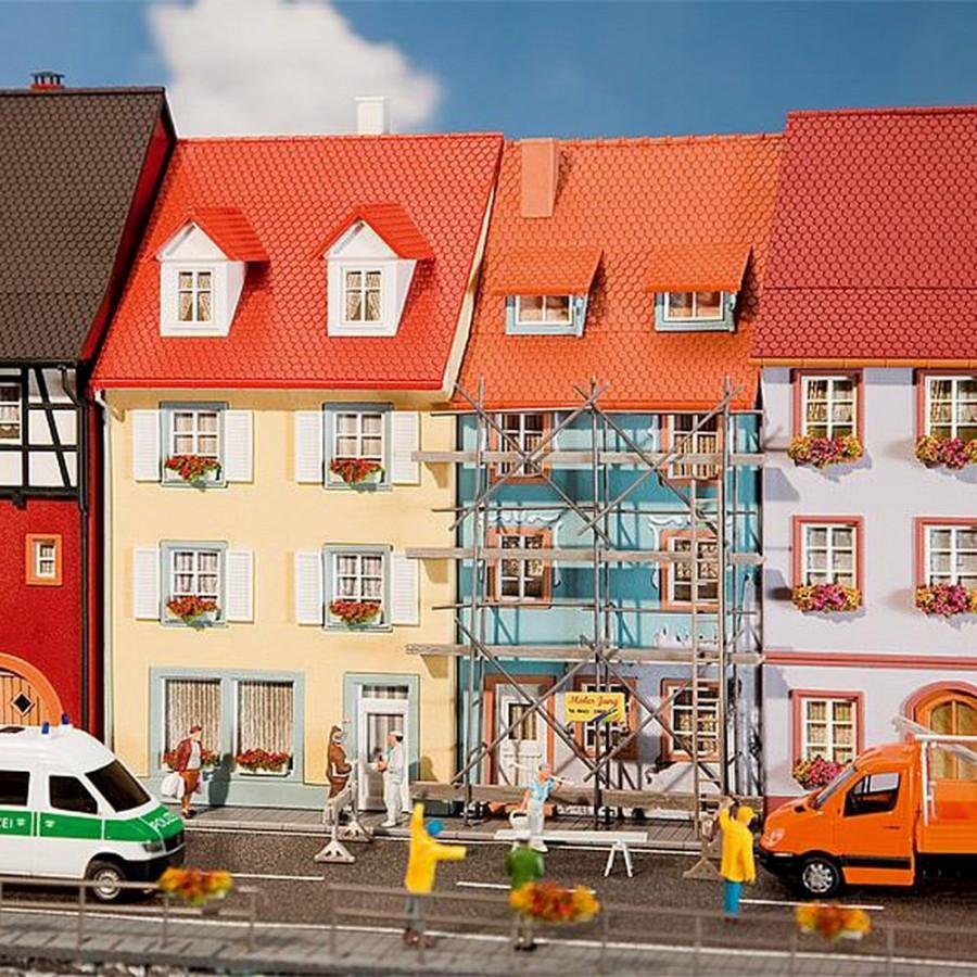 2 maisons de ville avec échaffaudage-HO-1/87-FALLER 130494