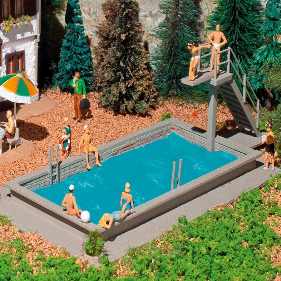 Piscine avec plongeoir vollmer 3809 ho pour mod lisme for Piscine de jardin suisse