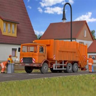 Camion Man pour le ramassage des ordures ménagères -HO-1/87-KIBRI 15009