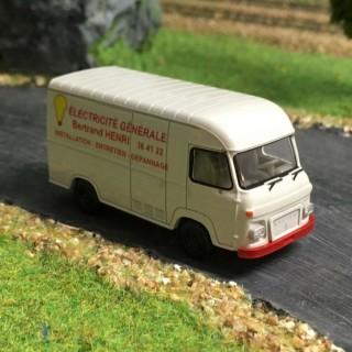 Camion Saviem SG2 artisan électricien -HO-1/87-BREKINA 2936