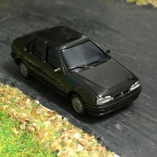 Renault 19 noir 5 portes -HO-1/87-AWM SAI 2251