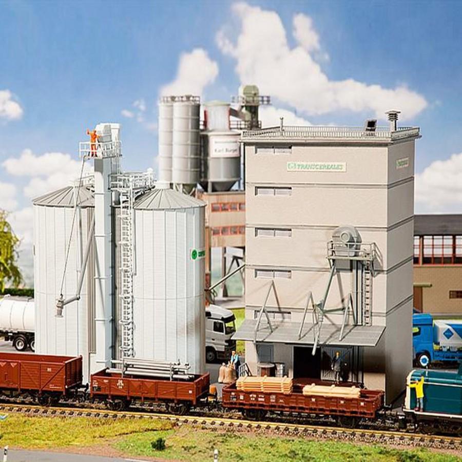 Site de lancement de Boca Chica au Texas - Page 20 Cooperative-agricole-maquette-a-monter-ho-187-faller-190602