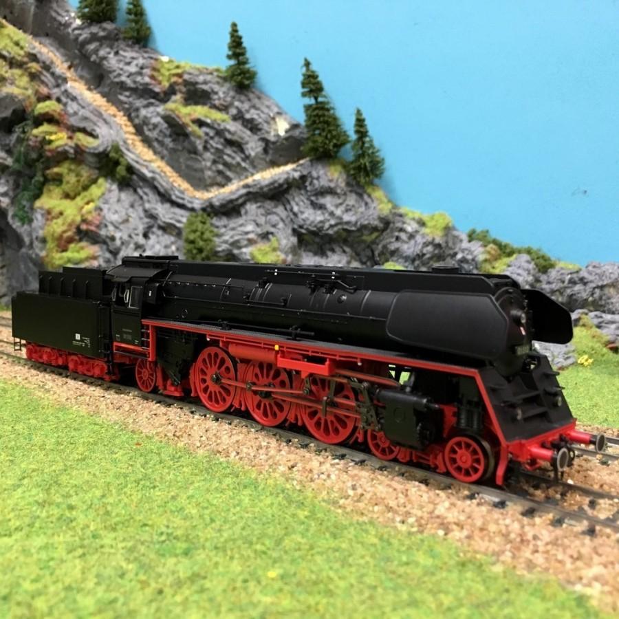 Locomotive vapeur BR01.5 DR type 231 digitale son ép III-HO-1/87-TRIX 22905