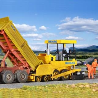 Goudronneuse Demag pose de revêtement routier-HO-1/87-KIBRI 11652