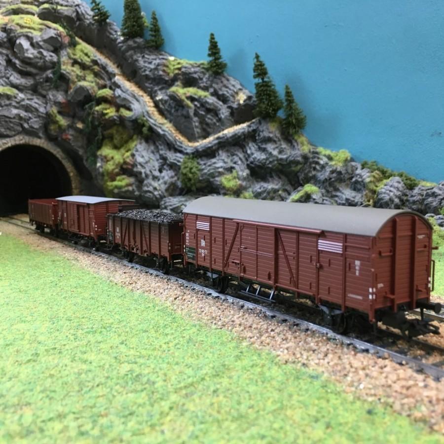 4 wagons de marchandises DR époque III -HO-1/87-TRIX 24128