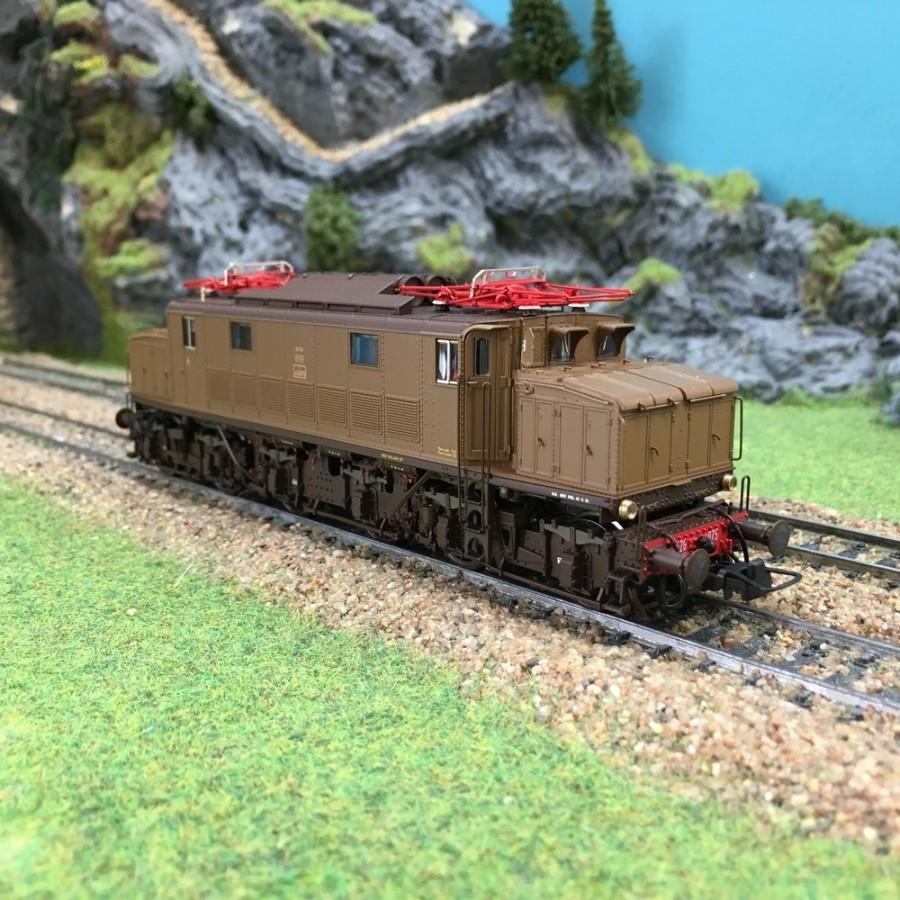 """Locomotive FS e626.075 """"Savigliano""""-HO-1/87-LEModels LE 20511"""