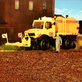 Camion Unimog pour dégerbage route -rail -HO-1/87-KIBRI 16303