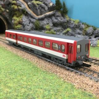 Remorque XR6254 rouge et blanc Sncf ép VI -HO-1/87-JOUEF HJ4121