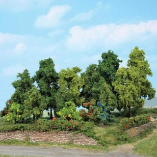 Forêt de 18 arbres divers de 1 à 11 cm environ- Toutes échelles-HEKI 1996