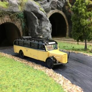 Bus Saurer BT4500 Noir et ivoire-HO-1/87-Starline Models 5373