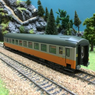 Voiture UIC B9 couchettes NORD ép IV SNCF-HO-1/87-R37 42110