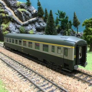 Voiture UIC A4 B5 couchettes S-O ép IV SNCF-HO-1/87-R37 42111