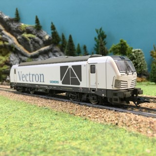 Locomotive BR247 Vectron ép VI digitale son-HO-1/87-TRIX 22281