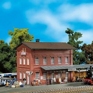 Gare de village en briques rouges-HO-1/87-FALLER 110099