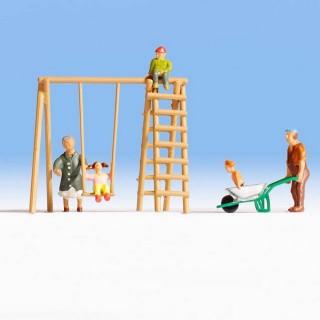 Enfants jouant dans le jardin avec grand-parents-HO-1/87-NOCH 15589