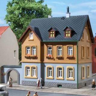 Petit immeuble type maison à étage-HO 1/87-AUHAGEN 12258
