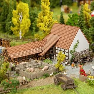 Grand bâtiment agricole en L + accessoires-N 1/160-FALLER 232371