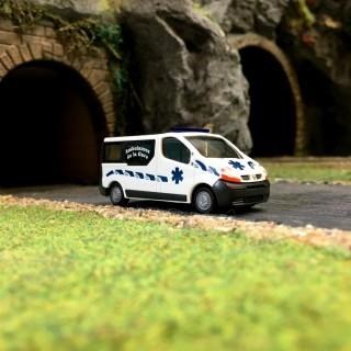 Ambulance RENAULT Trafic-HO-1/87-RIETZE 51388