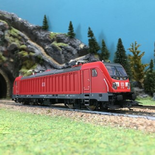 Locomotive BR147 Ep VI DB AG digital son 3R-HO 1/87-MARKLIN 36637