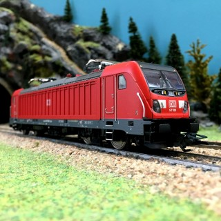 Locomotive BR147 Ep VI DB AG digital son-HO 1/87-TRIX 22689